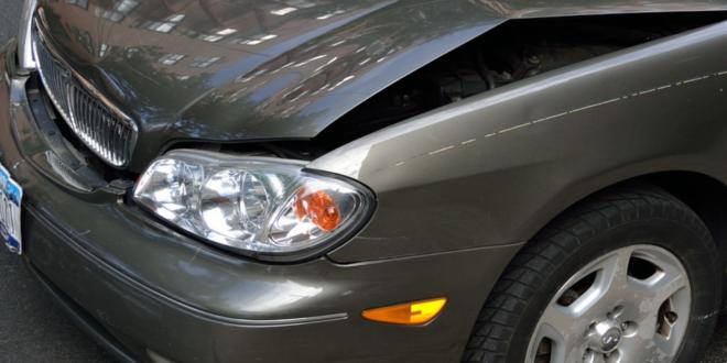 Unfallauto 660x330 - Höhere KFZ-Versicherungsprämien für Raser