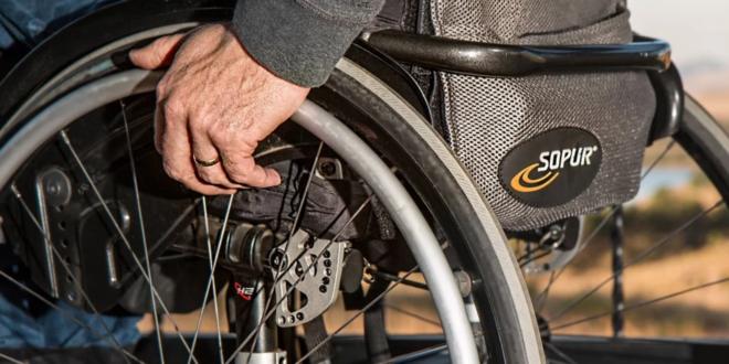 Rollstuhl 660x330 - Umfrage: Jeder zweite Deutsche will den Partner versichern